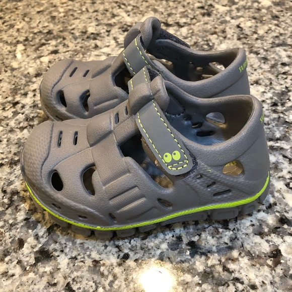 29e5787ef Boys Suprize by Stride Rite Land   Water Shoes - 3.  M 5c4bea850cb5aa08d1647037